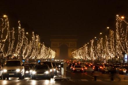 Los Campos Elíseos en Navidad, París, Francia