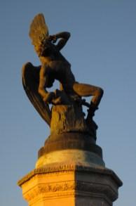 Estatua al Ángel caído en el Parque del Retiro, Madrid, España