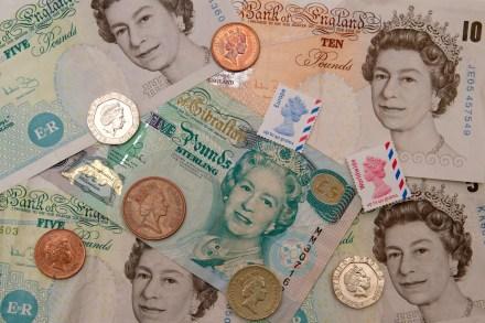 Billetes, monedas y sellos con efigies de Isabel II