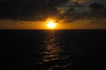 Atardecer en alta mar desde un crucero de Disney Cruise Line por las Bahamas