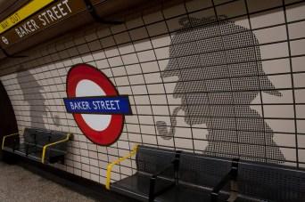 Andén de la estación de metro de Baker Street, Londres, Reino Unido