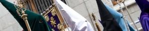 Representantes de diversas cofradías de la Semana Santa de León durante la procesión de El Encuentro