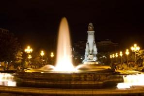 La Plaza de España de Madrid, España, vista de noche