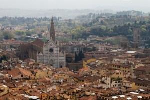 Panóramica de la Santa Croce desde el Duomo de Florencia, Italia