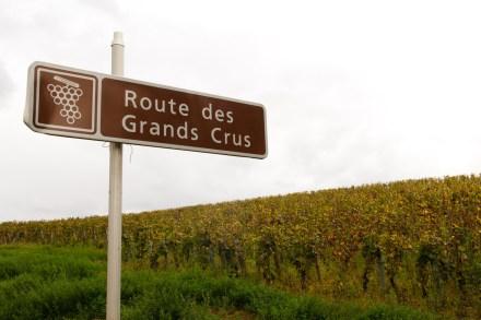 Letrero de la ruta de los Grands Crus de Borgoña, Francia