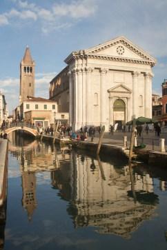 Plaza e iglesia de San Bernabé, Venecia, Italia