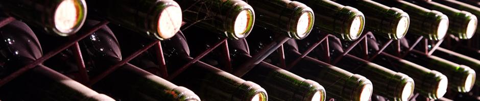 Botellas de vino en las bodegas Viñamayor, Quintanilla de Onésimo, España