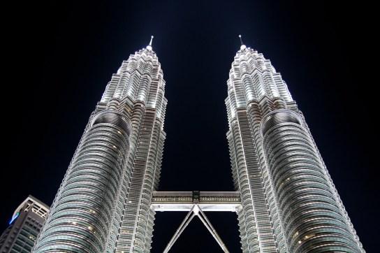 Iluminación nocturna de las Torres Petronas, Kuala Lumpur, Malasia