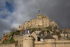 El Mont-Saint-Michel visto a pie de sus murallas, Normandía, Francia