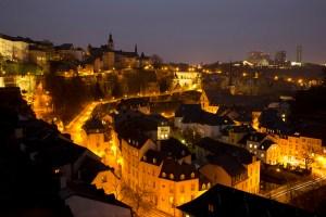 Vista nocturna de la Haute Ville y el Grund, Luxemburgo, Luxemburgo