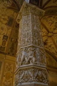 Columna en el Palazzo Vecchio, Florencia, Italia