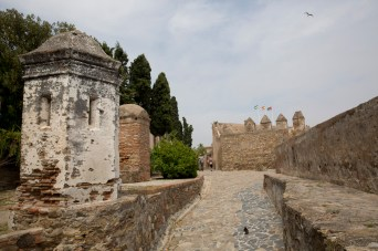 Martes 14 — Parte superior de las murallas del castillo de Gibralfaro, Málaga, España