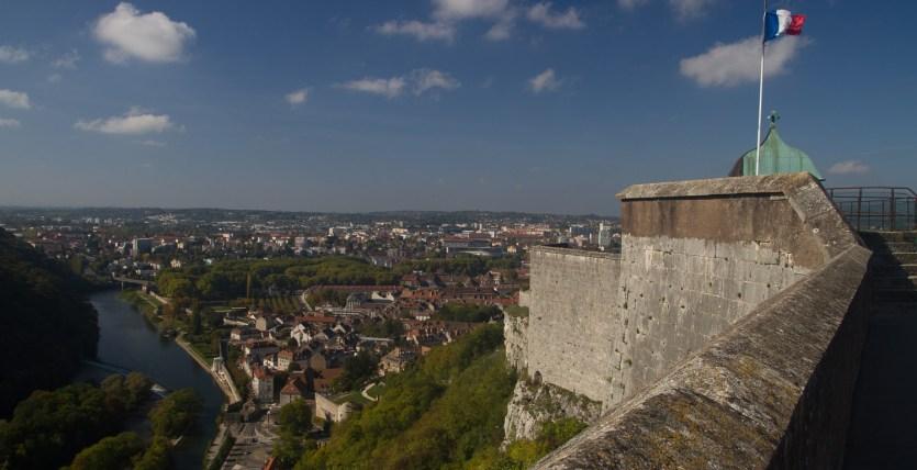 Murallas de la ciudadela y río Doubs, Besanzón, Francia