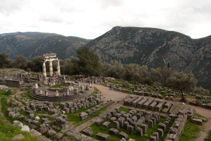 Ruinas del Santuario de Atenea Pronaia, Delfos, Grecia