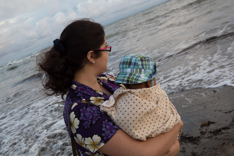 Bebé en la playa El Ciruelo de Pedasí, Panamá