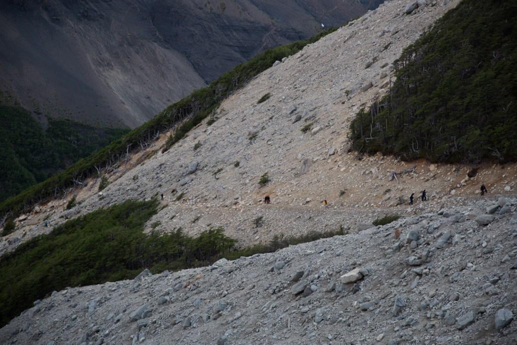 Ascenso al mirador de la base de las Torres del Paine, Chile