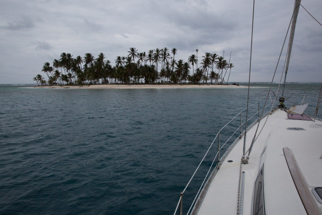 Navegando en un velero en el archipiélago de San Blas, Panamá