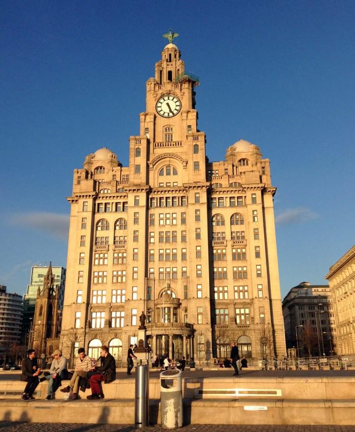 El edificio Liver, ubicado en el Pier Head, es una de las Tres Gracias de Liverpool. Foto por Natalie Jurado.