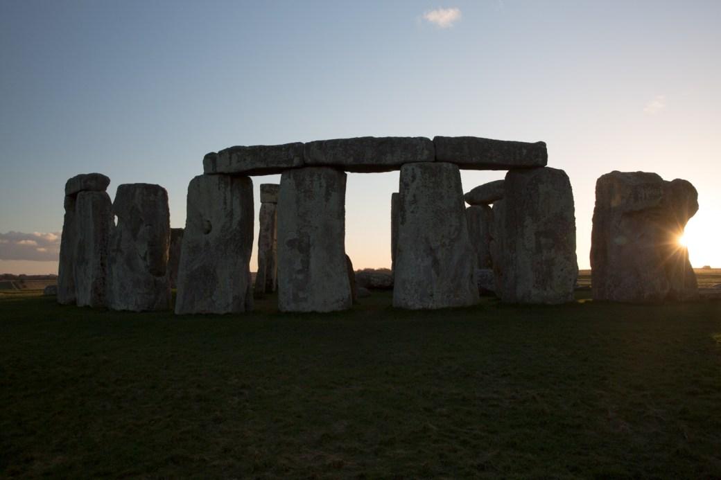 Puesta del sol en Stonehenge, Reino Unido