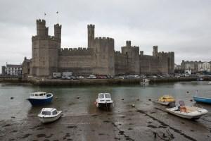 Vista exterior del castillo de Caernarfon, Gales