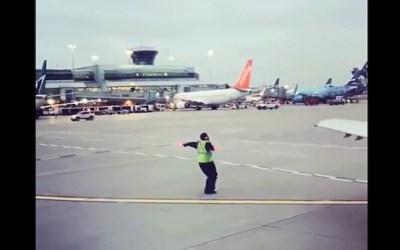 حالِ خوشِ مأمور فرودگاه بینالمللی تورنتو
