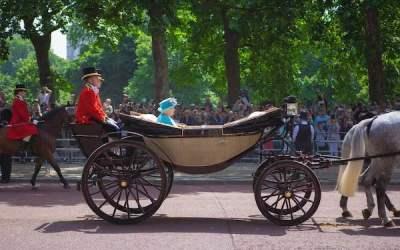 ملکه الیزابت قصد بازنشستگی ندارد