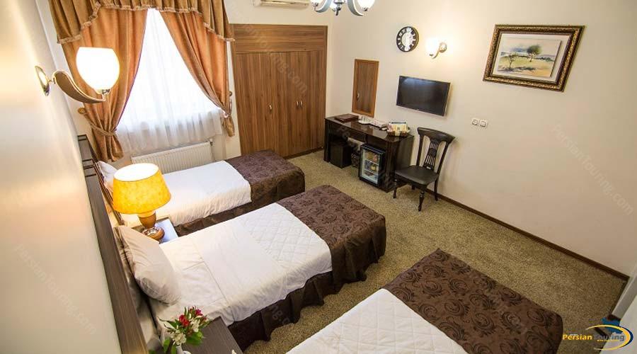 atlas-hotel-shiraz-triple-room-1