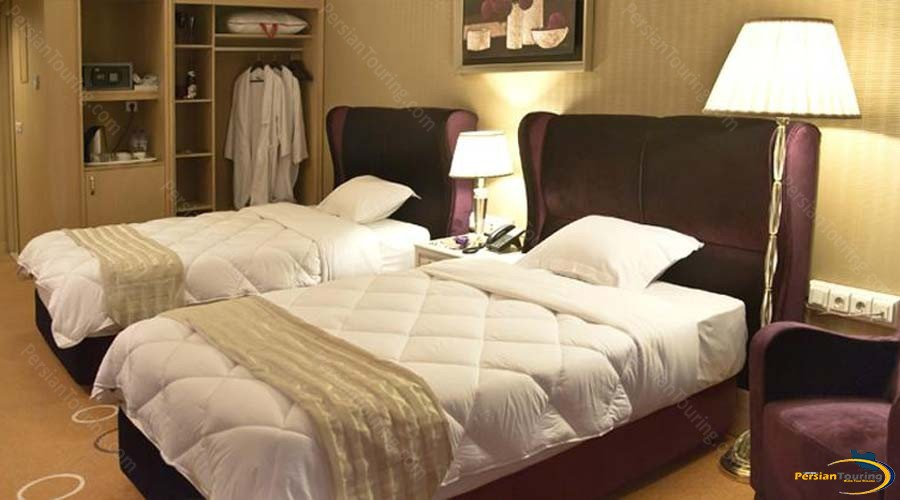 grand-hotel-shiraz-twin-room-2