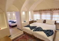 mahinestan-raheb-hotel-kashan-quadruple-room-1