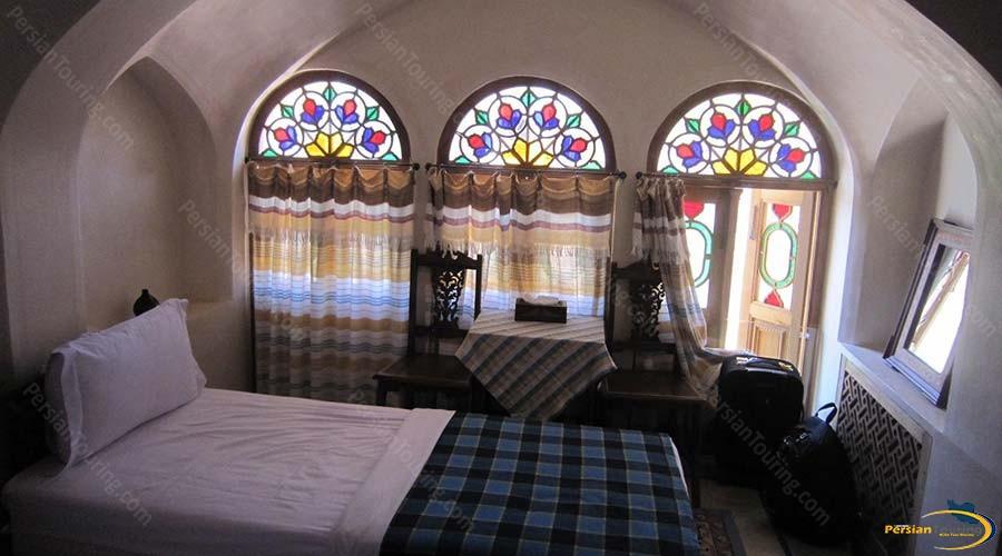 mahinestan-raheb-hotel-kashan-single-room-2