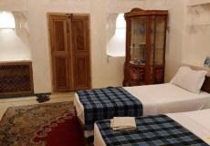 mahinestan-raheb-hotel-kashan-twin-room-1