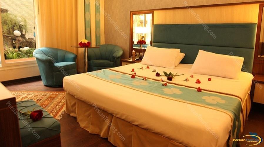 parsian-ali-qapu-hotel-isfahan-double-room-1