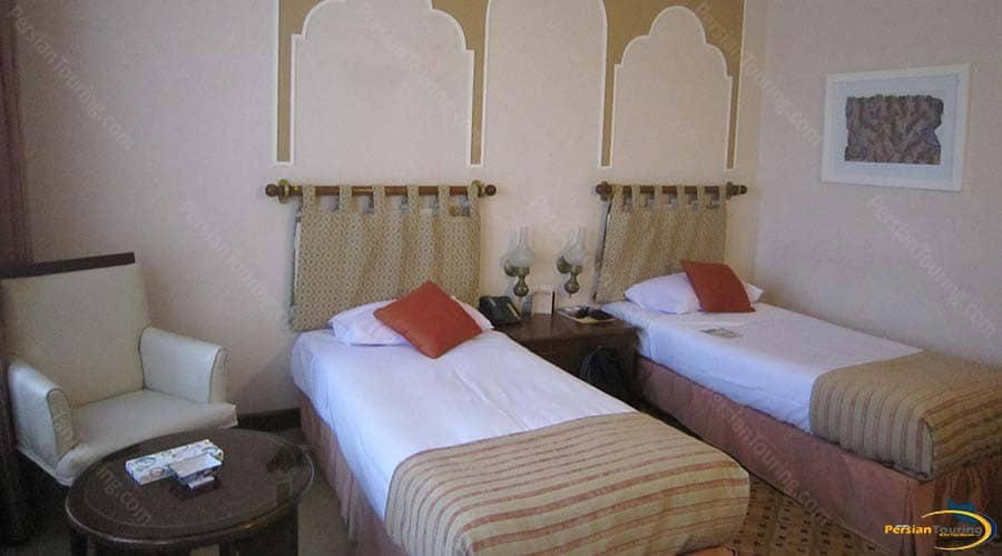 parsian-safaiyeh-hotel-yazd-twin-room-5