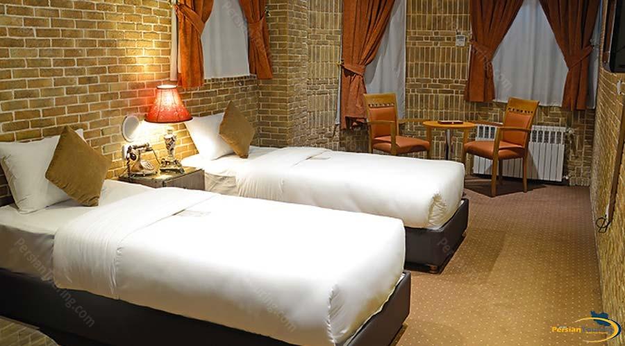 setaregan-hotel-shiraz-twin-room-2