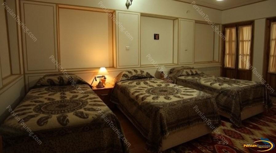 toloo-khorshid-hotel-isfahan–triple-room