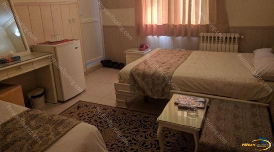 Karoon-Hotel-Isfahan-triple-room-2