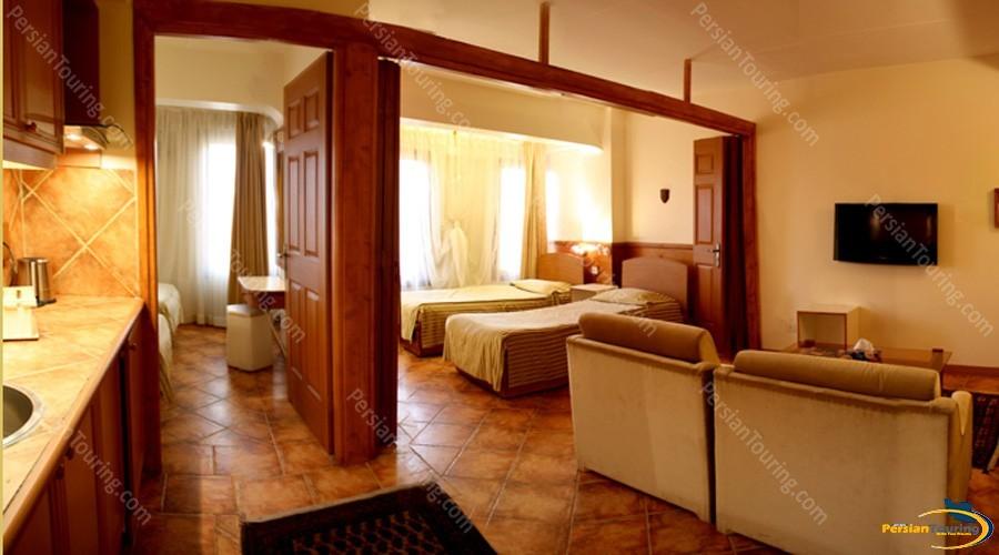 chehel-panjereh-hotel-isfahan-quadruple-apartment-1