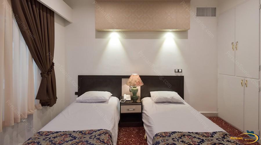 morvarid-hotel-tehran-twin-room-1