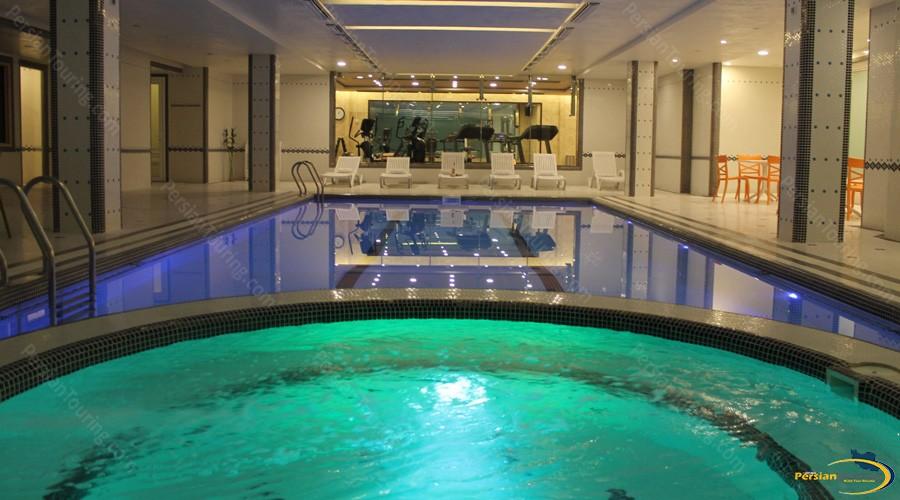 vozara-hotel-tehran-pool