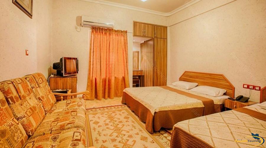 aram-hotel-qeshm-quadruple-room-1