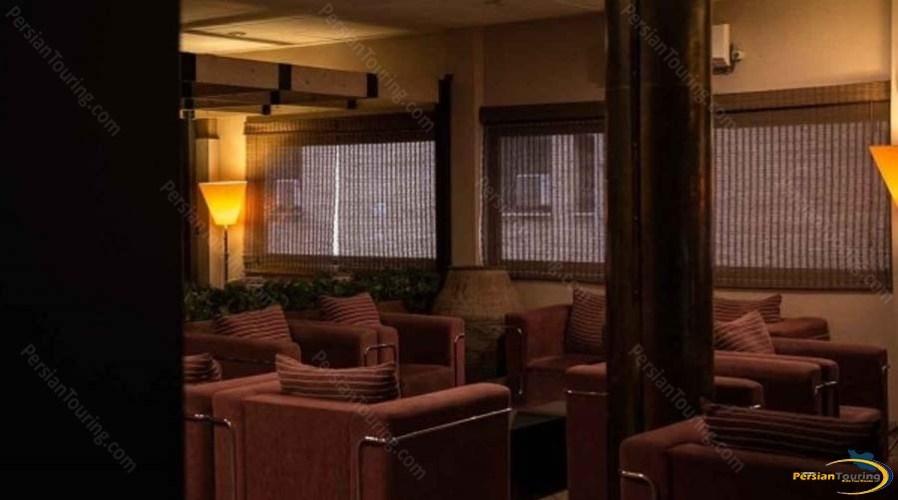 roodaki-hotel-labby