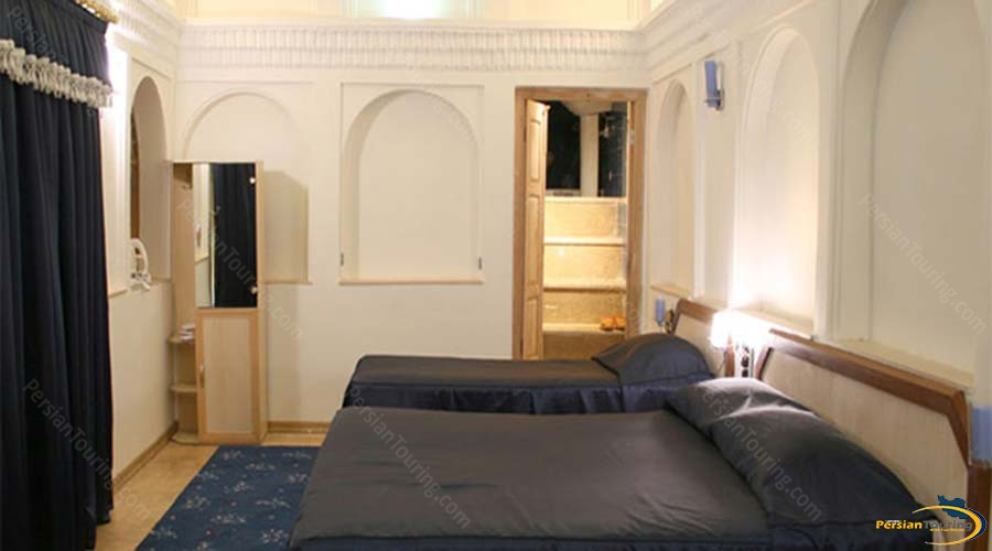 traditional-hotel-yazd-triple-room-3
