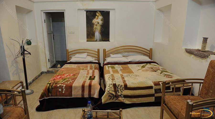 traditional-kourosh-hotel-yazd-triple-room-1