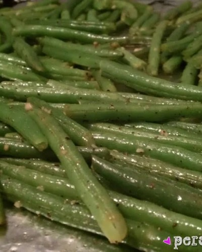 Oven Roasted Garlic Green Beans - the perfect side dish! | Persnickety Plates
