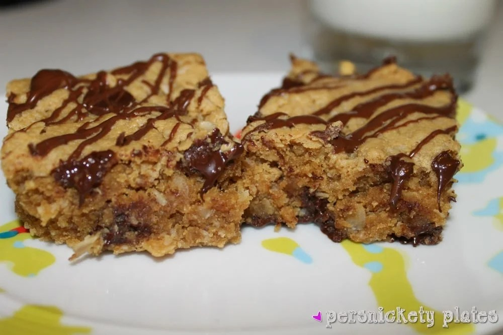 Healthy Peanut Butter Chunk Oatmeal Bars | Persnickety Plates