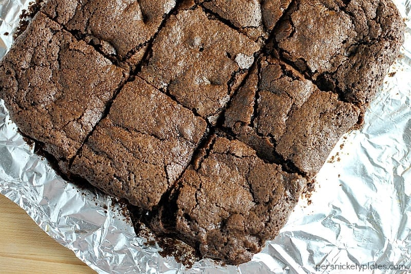 Super simple homemade brownie recipe that makes rich, chocolatey brownies with a perfect flaky crust | Persnickety Plates