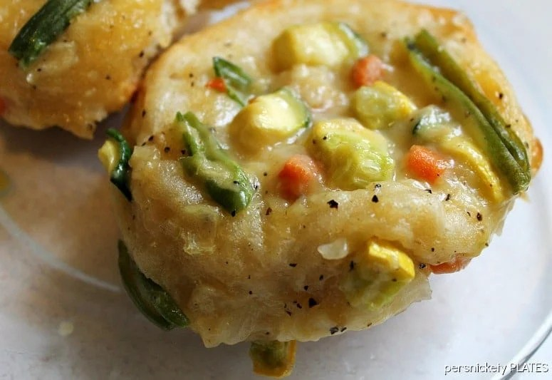 """Simple Veggie Pot Pie """"Cupcakes"""" made with Pillsbury Biscuits   Persnickety Plates"""