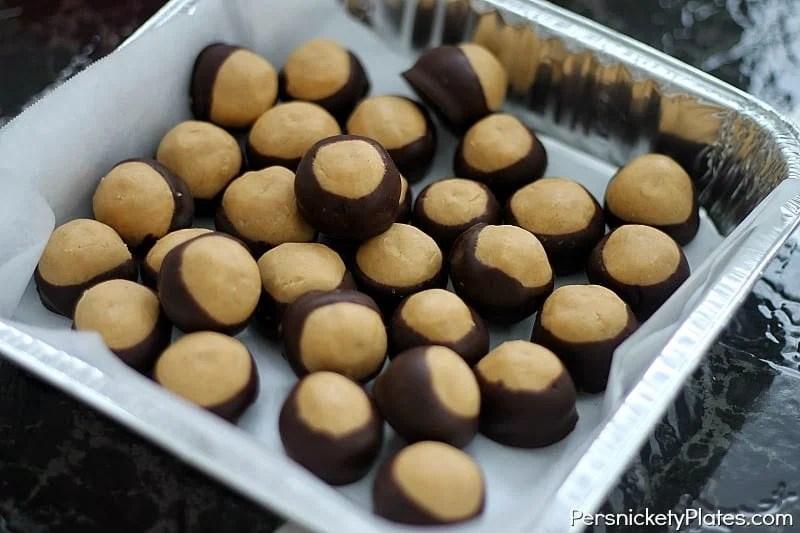 Peanut Butter Balls {aka Buckeye Balls} | Persnickety Plates