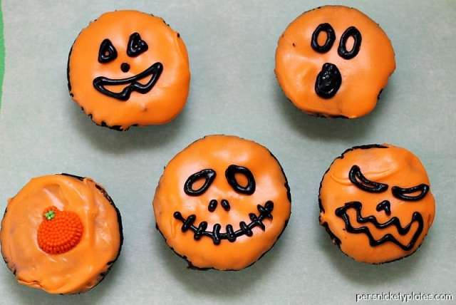Jack-O-Lantern Brownie Bites | Persnickety Plates