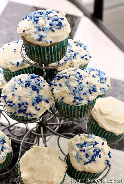Winter Wonderland Cupcakes {Duff Blue Suede Cake Mix Giveaway - Runs 12/18-12/22}